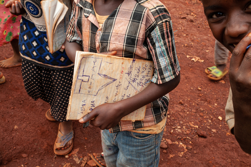 På vei til skolen uten sekk Foto Monica Johansen.jpg
